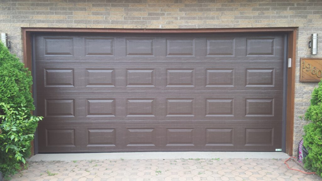 Garage solutions garage doors and garage door repair in montreal 5 signs that its time to replace your old garage door solutioingenieria Image collections