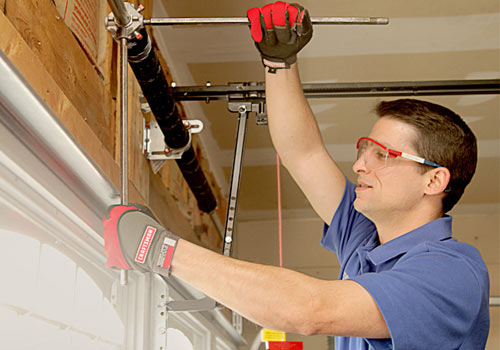 Porte Garage Door Technician